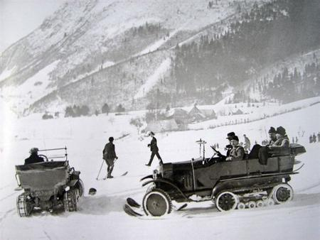 Citroen Kegresse Half-Track in snow